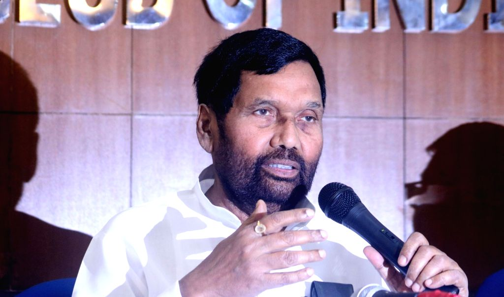 Union Consumer Affairs Minister Ram Vilas Paswan addresses a press conference in New Delhi on May 4, 2017. - Ram Vilas Paswan