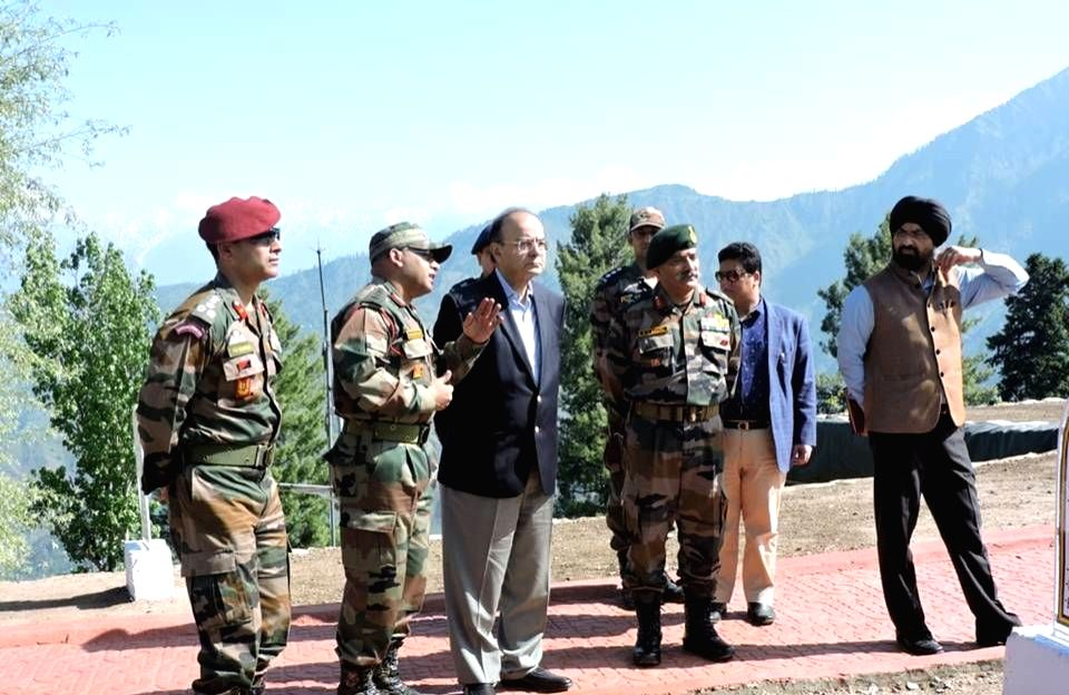 Union Defence Minister Arun Jaitley meets soldiers deployed along the Line of Control (LoC) in Jammu and Kashmir's Baramulla district on May 19, 2017. - Arun Jaitley
