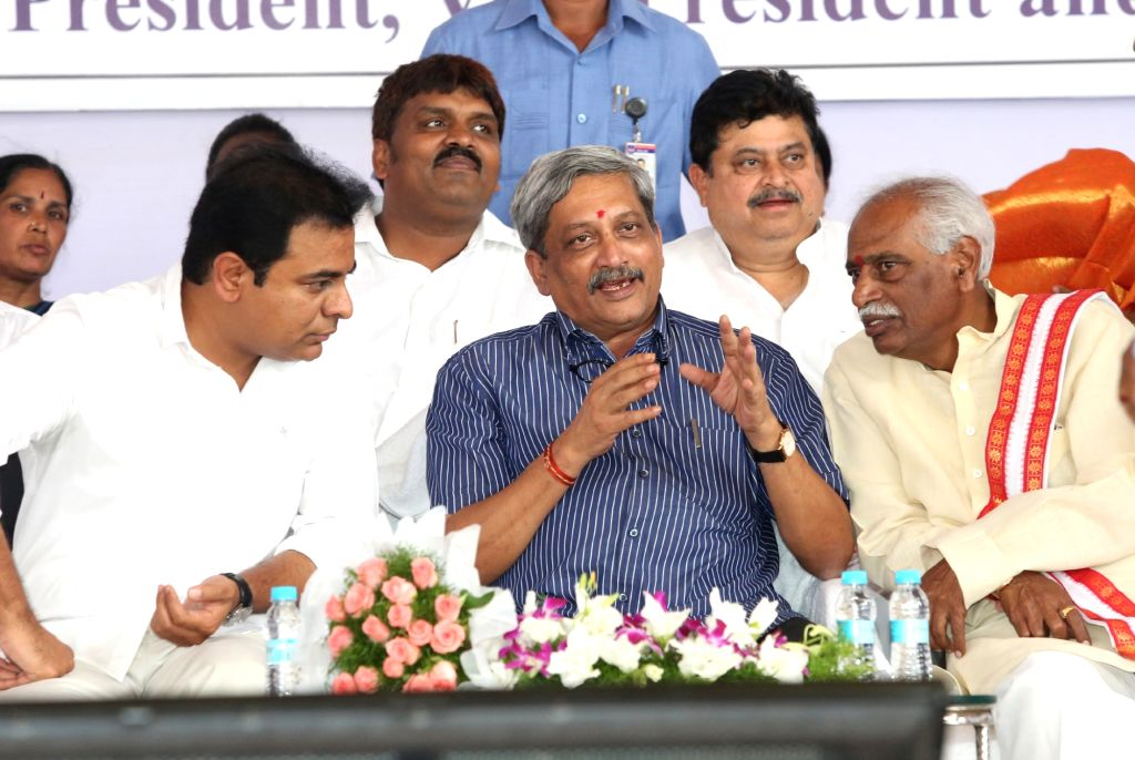 Union Defence Minister Manohar Parrikar and Union Labour Minister Bandaru Dattatreya at the inauguration of Cantonment General Hospital in Secunderabad on June 17, 2016. - Manohar Parrikar