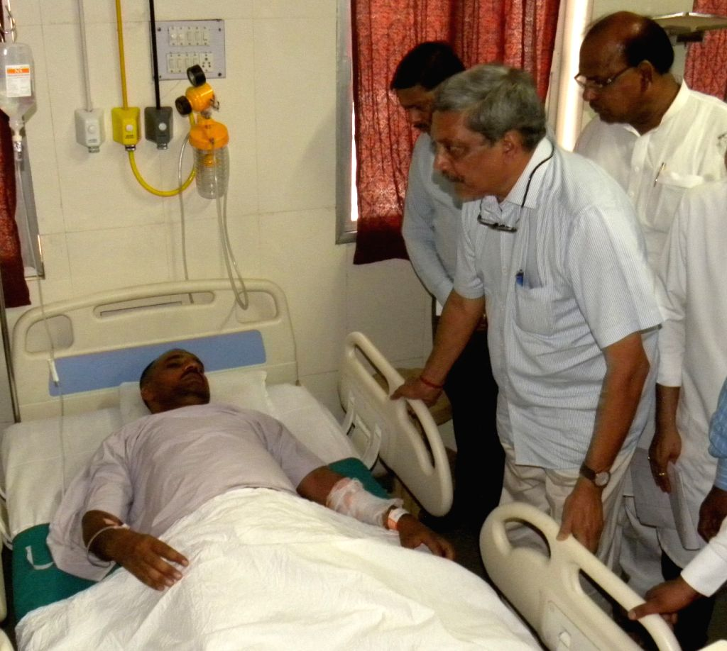 Union Defence Minister Manohar Parrikar visits soldiers injured in the fire that broke out at Indian Army's largest ammunition depots in Maharashtra's Pulgaon, in Wardha, on May 31, 2016. ... - Manohar Parrikar