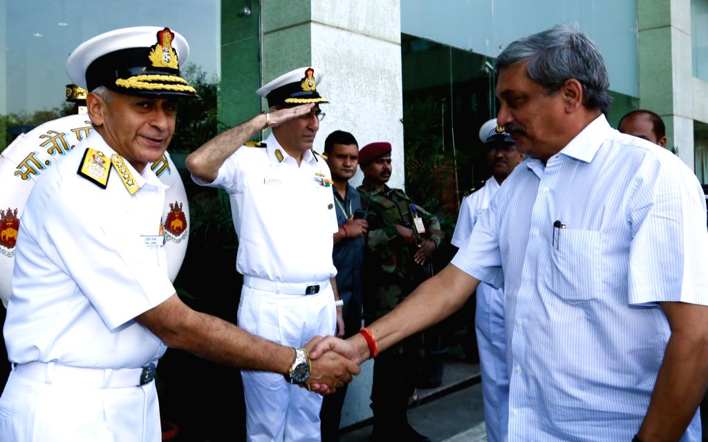 Union Defence Minister Manohar Parrikar with Chief of Naval Staff, Admiral Sunil Lanba during the Naval Commanders' Conference, in New Delhi on Oct 25, 2016. - Manohar Parrikar