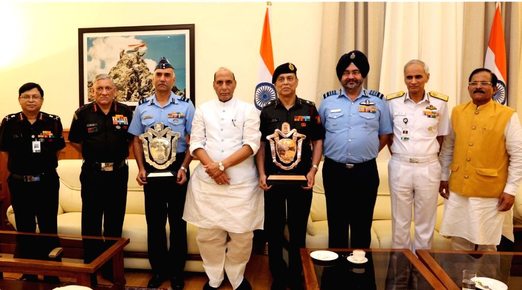 Union Defence Minister Rajnath Singh with the awardees of Raksha Mantri's Award for Best and Second Best Command Hospital for the year 2018, in New Delhi on July 16, 2019. Also seen The ... - Rajnath Singh and Karambir Singh