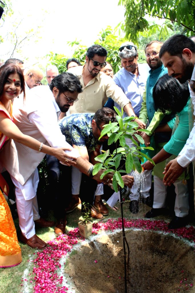 Union Environment, Forest and Climate Change Minister Prakash Javadekar, Union MoS Environment, Forest and Climate Change Babul Supriyo, singer Malini Awasthi, former Indian cricketer ... - Prakash Javadekar, Randeep Hooda, Jackie Shroff and Kapil Dev