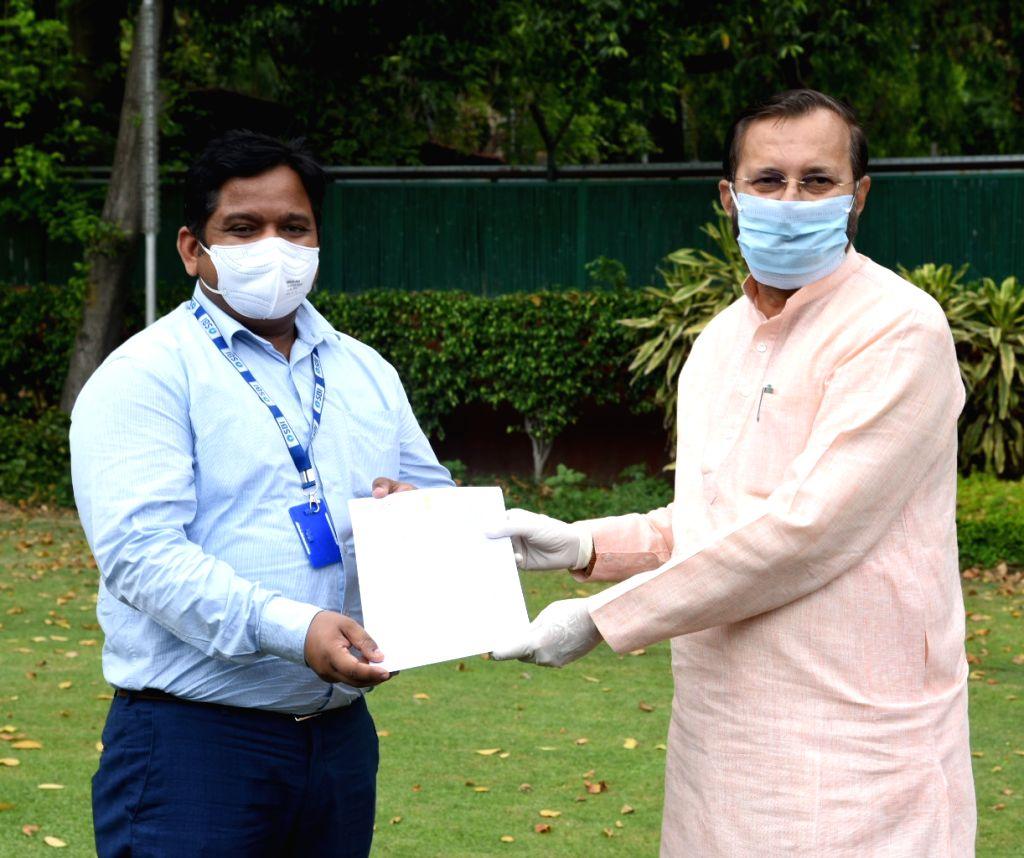 Union Environment, Forest & Climate Change, Information & Broadcasting and Heavy Industries and Public Enterprise Minister Prakash Javadekar hands over the appreciation letters to ... - Prakash Javadekar