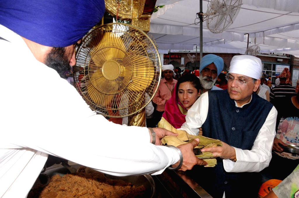 Union Finance Minister Piyush Goyal and his wife Seema Goyal during their visit to the Golden Temple, in Amritsar on July 8, 2018. - Piyush Goyal