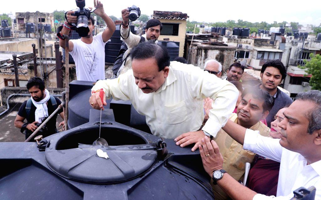 Union Health and Family Welfare Minister Harsh Vardhan checks a water tank for vector breeding at SFS colony, Hauz Khas during the special ???Jan Jagrukta Abhiyaan??? for community ... - Harsh Vardhan