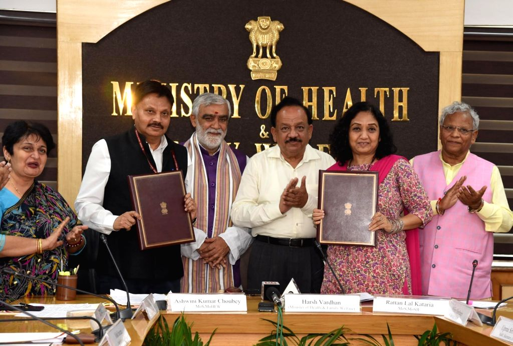 Union Health and Family Welfare Minister Harsh Vardhan, Union MoS Health and Family Welfare Ashwini Kumar Chaubey and Union MoS Social Justice and Empowerment Rattan Lal Kataria at the ... - Harsh Vardhan