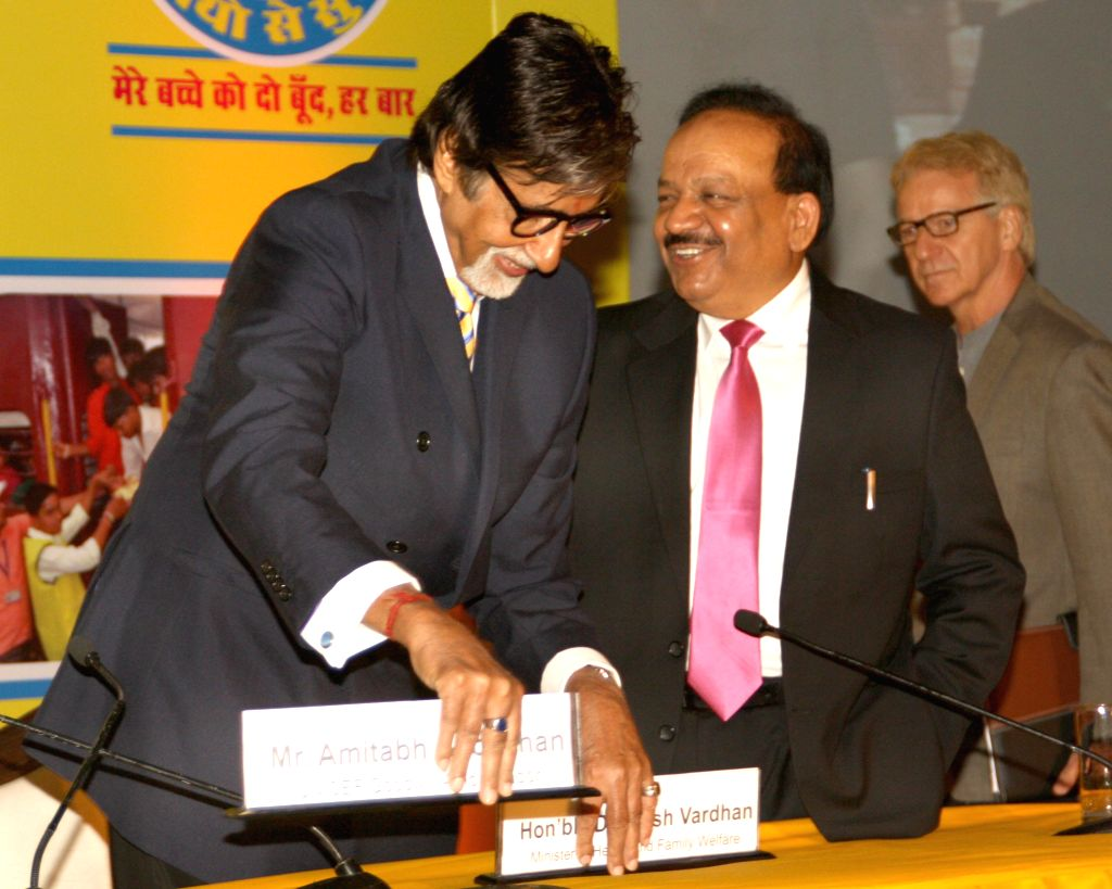 Union Health Minister Harsh Vardhan and actor Amitabh Bachchan who is also the good will ambassador for UNICEF's polio campaign during a `Polio Free India` felicitating ceremony in New Delhi on July . - Harsh Vardhan and Amitabh Bachchan