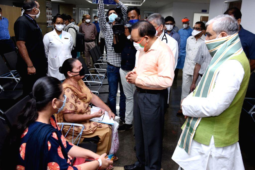 Union Health Minister Harsh Vardhan and Union MoS Health and Family Welfare Ashwini Kumar Choubey during the inauguration of the Rajkumari Amrit Kaur OPD Block at AIIMS, Delhi on July 16, ... - Harsh Vardhan