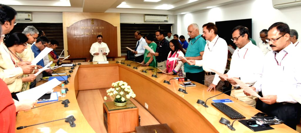 Union Health Minister J.P. Nadda administers the Swachhta Pledge to officers and staff members of the Ministry during Swachhta Pakhwada, at Nirman Bhawan in New Delhi on April 9, 2018. - J.