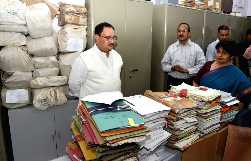 Union Health Minister J.P. Nadda reviews the cleanliness in various sections of the Ministry during Swachhta Pakhwada, at Nirman Bhawan in New Delhi on April 9, 2018. Also seen Ministry of ... - J.