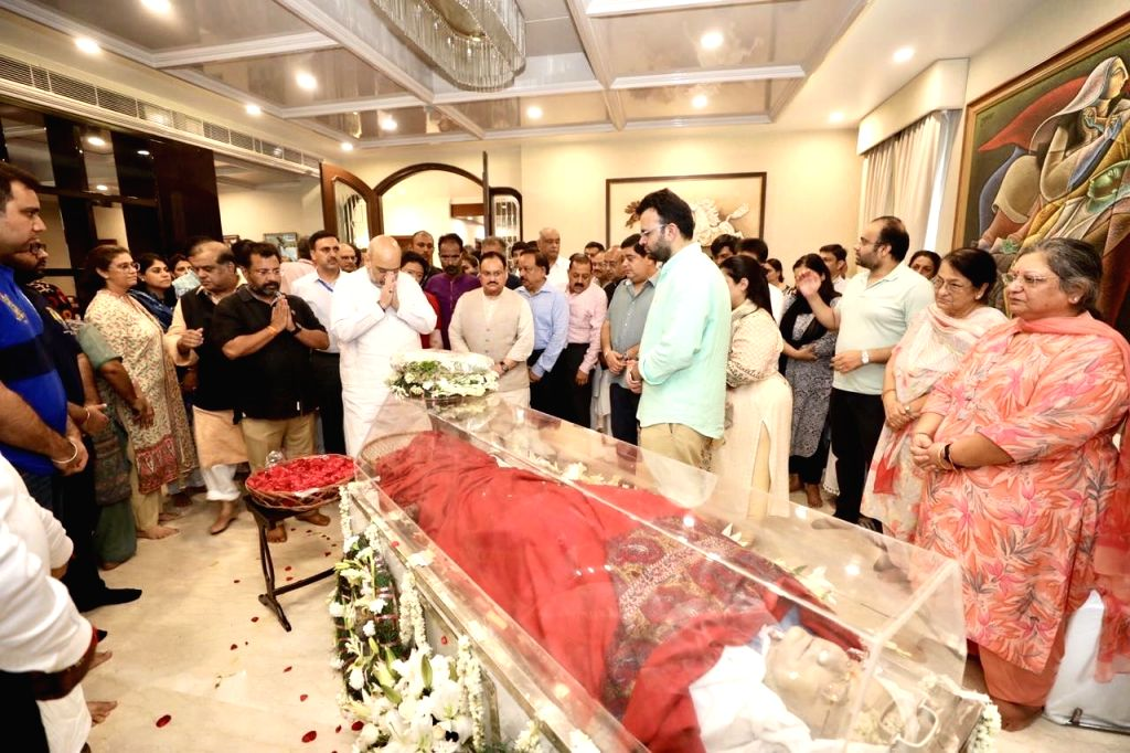 Union Home Minister Amit Shah pays tributes to Former Finance Minister Arun Jaitley at his residence, in New Delhi on Aug 24, 2019. Also seen Union Ministers Jitendra Singh, Harsh Vardhan ... - Amit Shah, Ministers Jitendra Singh, Harsh Vardhan, B and Arun Jaitley