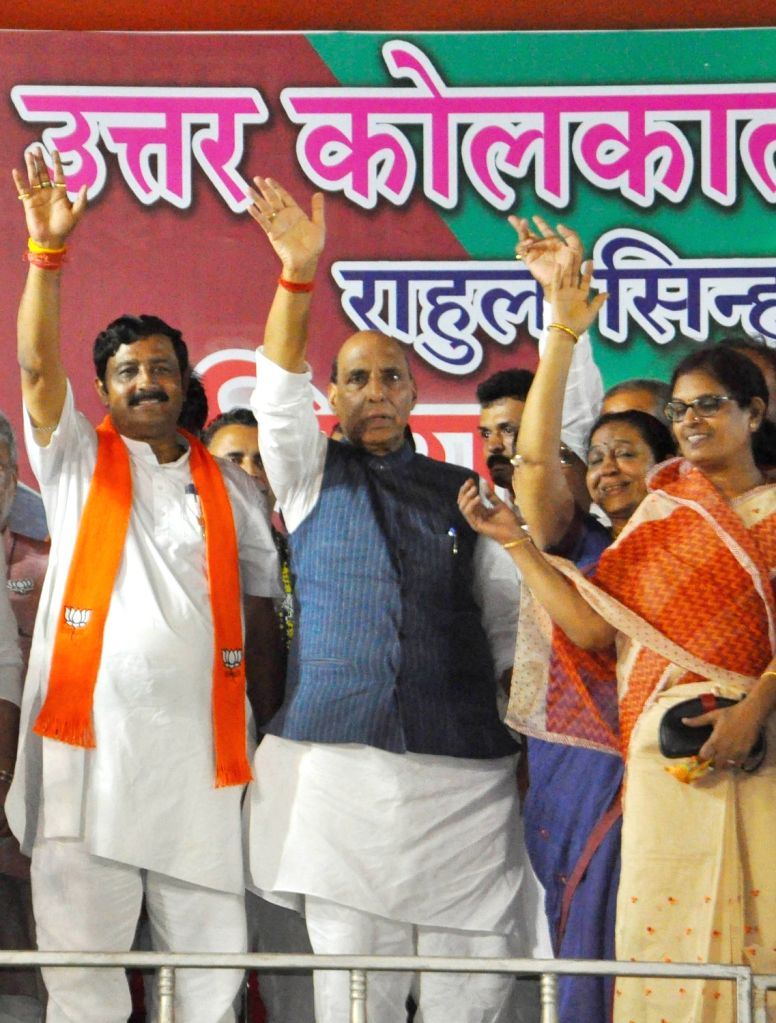 Union Home Minister and BJP leader Rajnath Singh and party's West Bengal President Rahul Sinha during an election rally for the forthcoming Lok Sabha polls in Kolkata, on May 10, 2019. - Rajnath Singh and Rahul Sinha