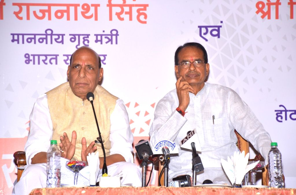 Union Home Minister Rajnath Singh addresses a press conference in Bhopal on May 31, 2018. Also seen Madhya Pradesh Chief Minister Shivraj Singh Chauhan. - Rajnath Singh and Shivraj Singh Chauhan