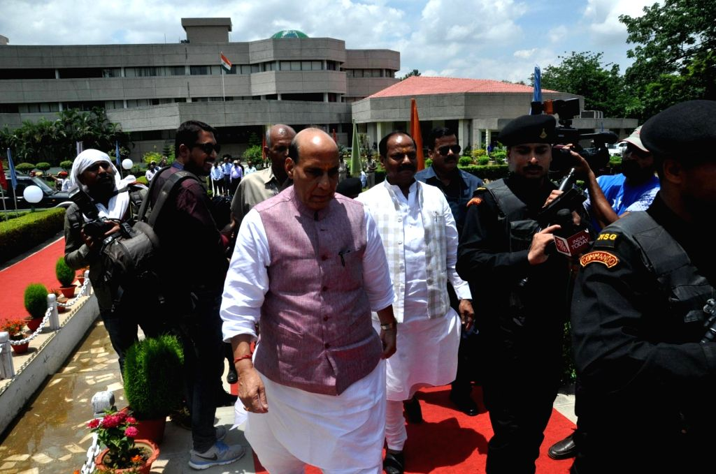 Union Home Minister Rajnath Singh and Jharkhand Chief Minister Raghubar Das arrive to attend the 22nd meeting of Eastern Zonal Council at IICM in Ranchi on June 26, 2016. - Rajnath Singh