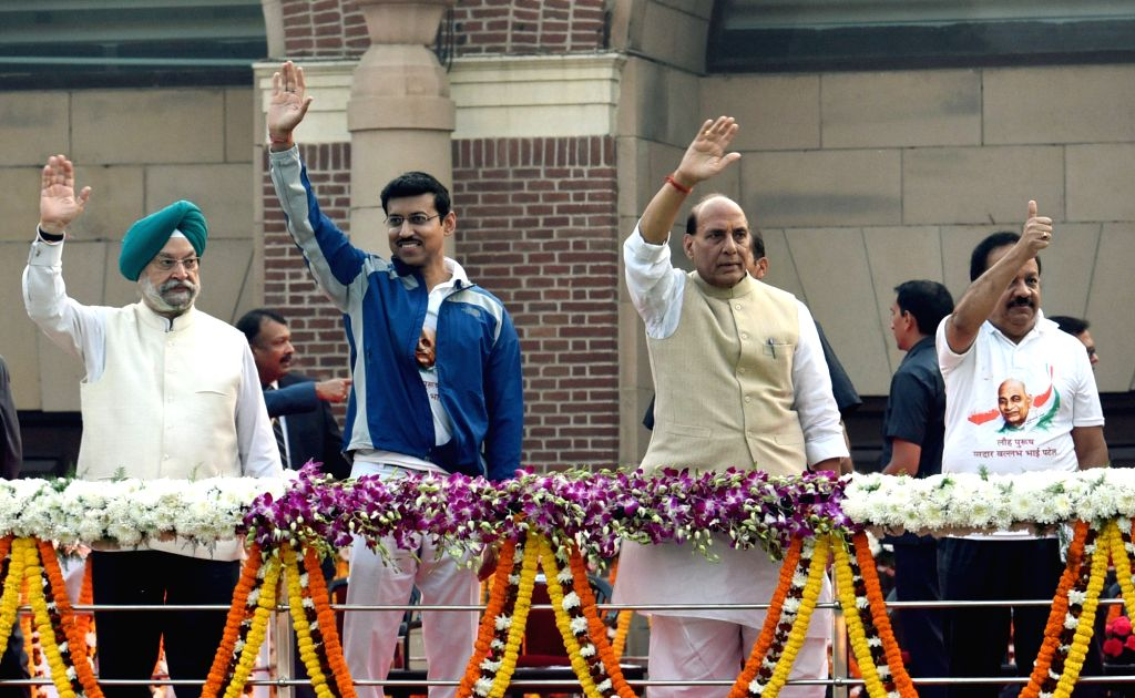 Union Home Minister Rajnath Singh at the flag off ceremony of Run For Unity on Rashtriya Ekta Diwas at Major Dhyan Chand National Stadium, in New Delhi on Oct 31, 2018. Also seen Union ... - Rajnath Singh, Harsh Vardhan, Hardeep Singh Puri and Rajyavardhan Singh Rathore