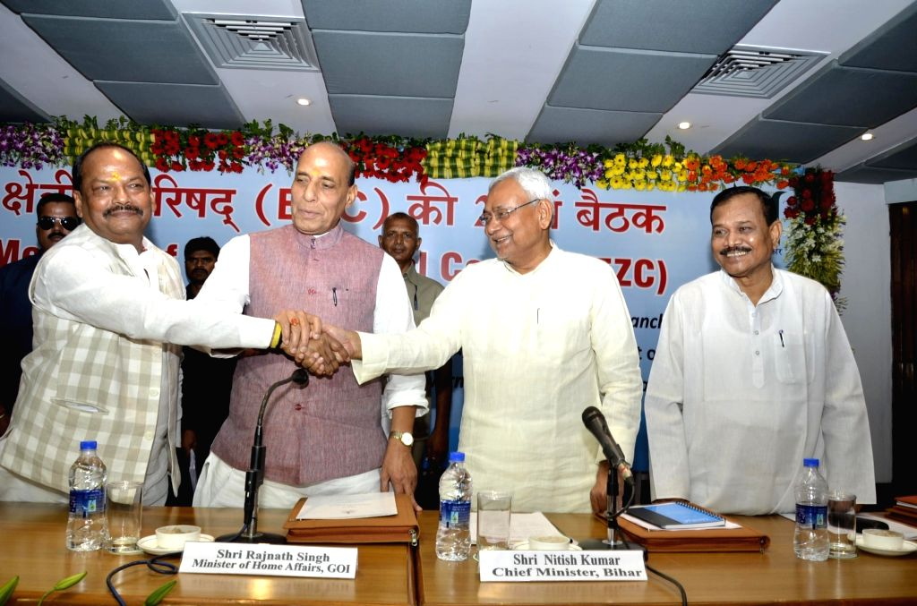 Union Home Minister Rajnath Singh, Jharkhand Chief Minister Raghubar Das and Bihar Chief Minister Nitish Kumar during  the 22nd meeting of Eastern Zonal Council at IICM in Ranchi on June 26, ... - Rajnath Singh and Nitish Kumar