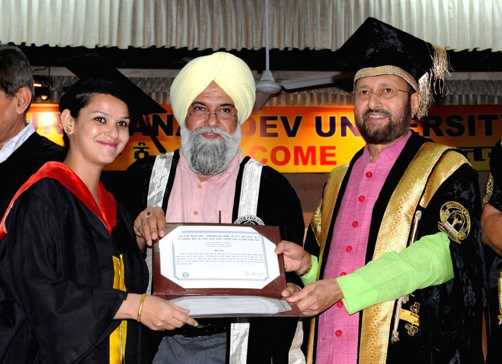 Union HRD Minister Prakash Javadekar presents the degree certificates at the 44th Annual Convocation of Guru Nanak Dev University in Amritsar on May 31, 2018. - Prakash Javadekar and Nanak Dev University