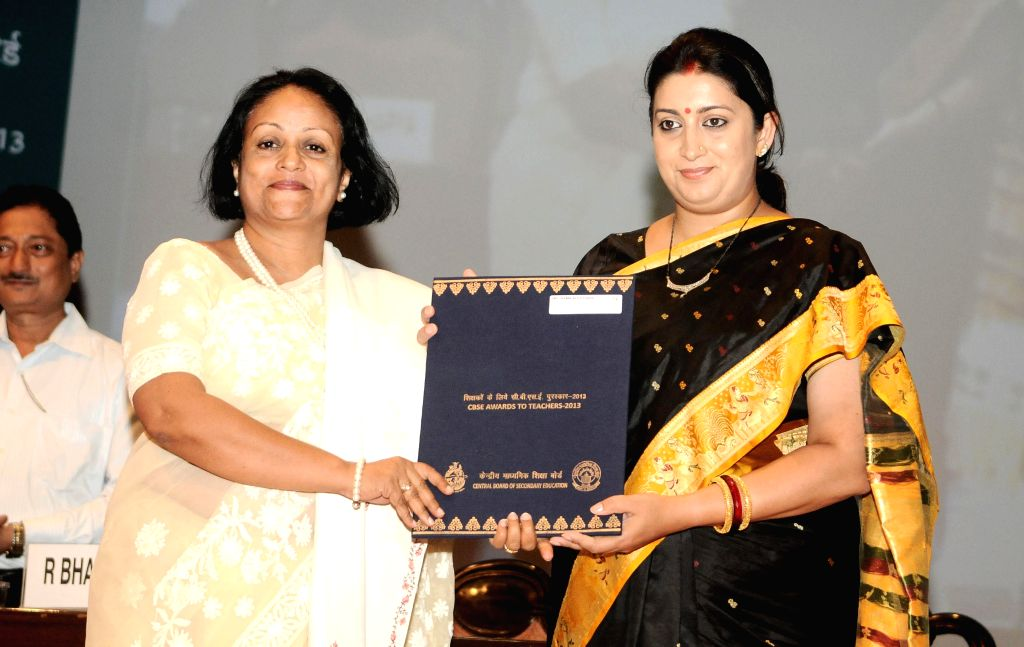 Union HRD Minister Smriti Z Irani with the recipients of the CBSE Awards to Teachers 2013 & CBSE Awards to Mentors 2013 during a programme in New Delhi on Sept 4, 2014. - Smriti Z Irani