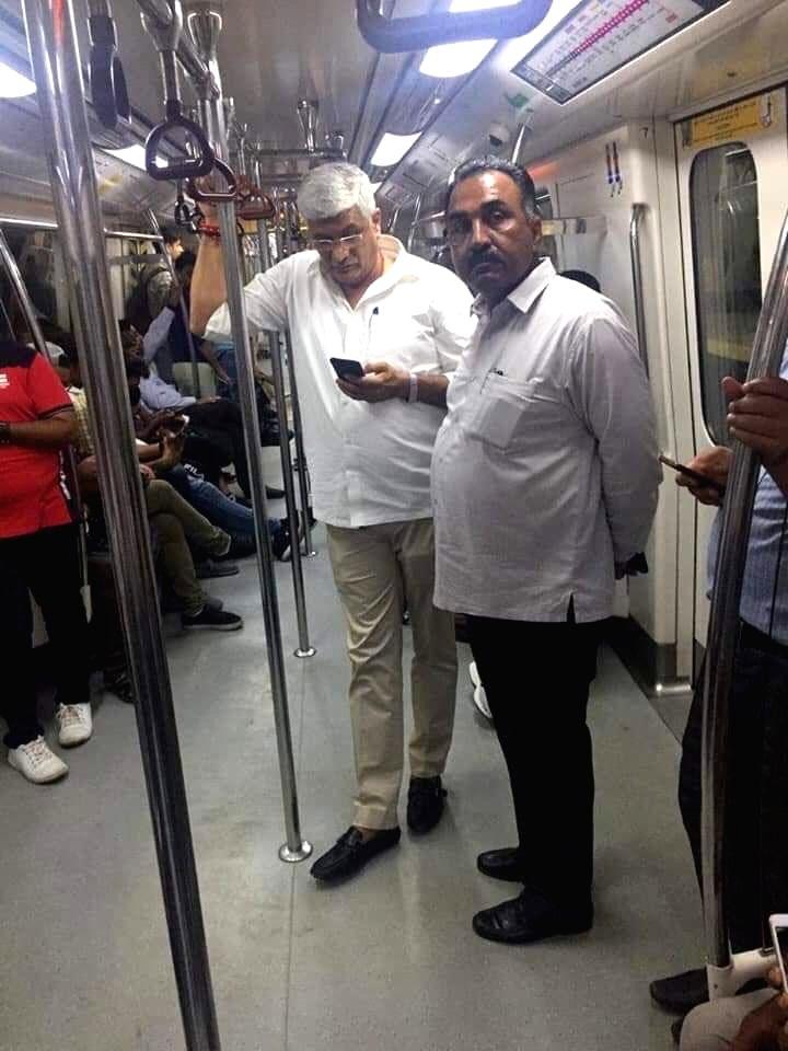 Union Jal Shakti Minister Gajendra Singh Shekhawat travels in Delhi Metro to attend Ganpati Poojan at his friend's place in New Delhi on Sep 4, 2019. - Gajendra Singh Shekhawat