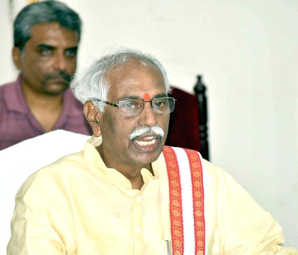 Union Labour Minister Bandaru Dattatreya addresses a press conference in Hyderabad on July 3, 2016. - Bandaru Dattatreya