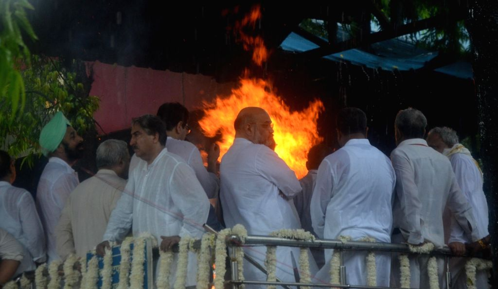 Union Minister Amit Shah attends the last rites of former Finance Minister Arun Jaitley at Nigambodh Ghat in New Delhi on Aug 25, 2019. - Amit Shah and Arun Jaitley