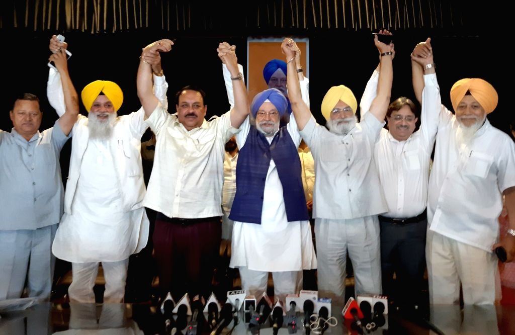 Union Minister and BJP's Lok Sabha candidate from Amritsar, Hardeep Singh Puri and the party's Punjab President Shwait Malik during a press conference in Amritsar, on April 25, 2019. - Malik and Hardeep Singh Puri