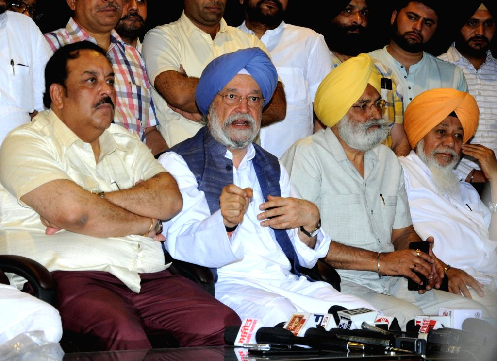 Union Minister and BJP's Lok Sabha candidate from Amritsar,  Hardeep Singh Puri accompanied by the party's Punjab President Shwait Malik, addresses a press conference in Amritsar, on April ... - Malik and Hardeep Singh Puri