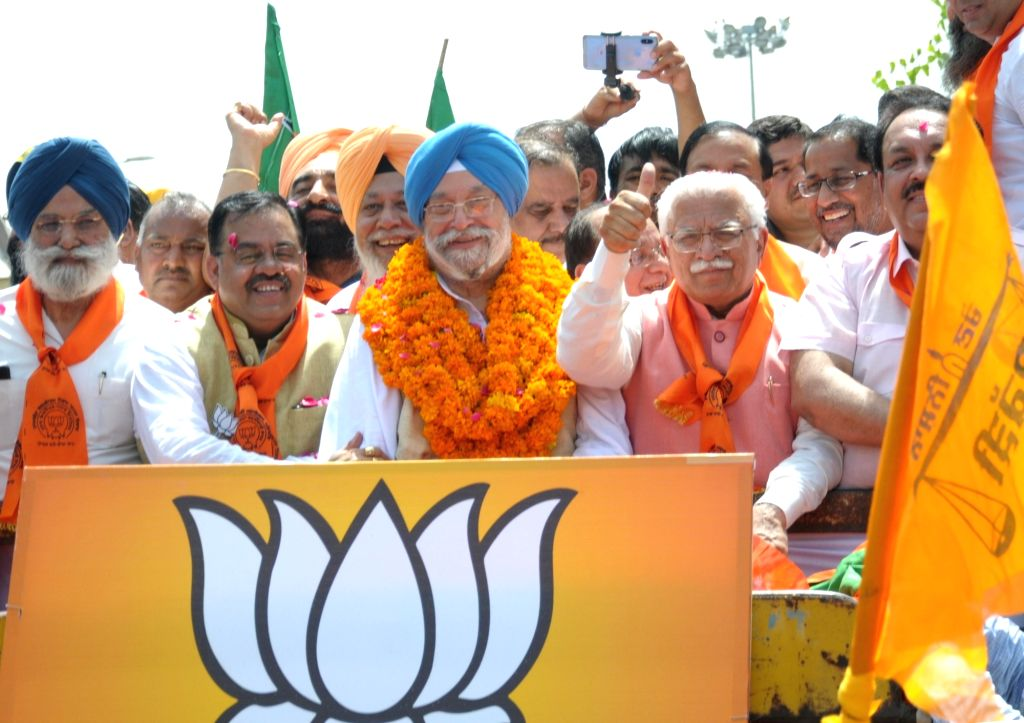 Union Minister and BJP's Lok Sabha candidate from Amritsar,  Hardeep Singh Puri with Haryana Chief Minister Manohar Lal Khattar and BJP leaders Tarun Chugh and Shwait Malik, during a ... - Manohar Lal Khattar, Malik and Hardeep Singh Puri