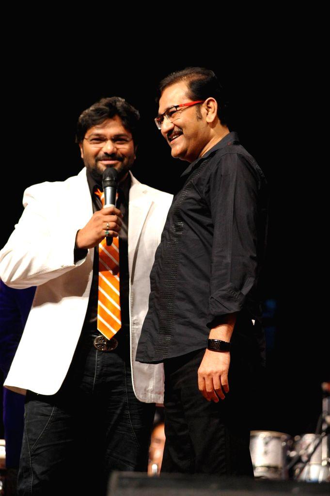 Union Minister and singer Babul Supriyo and Sudesh Bhosle during the musical tribute `Ye Shaam Mastani` on the occasion of 86th birthday celebration of late singer Kishore Kumar in Mumbai, on ...