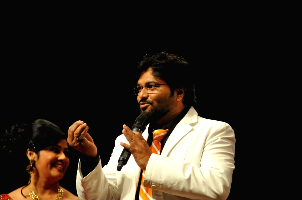 Union Minister and singer Babul Supriyo performs during the musical tribute `Ye Shaam Mastani` on the occasion of 86th birthday celebration of late singer Kishore Kumar in Mumbai, on August ...
