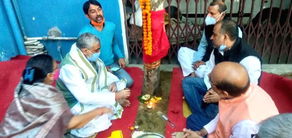 Union Minister Ashwini Kumar Choubey along with his family members offered prayers to a tree of Indian gooseberry (Amla) on the occasion of Akshaya Navami, in Patna on Nov 23, 2020. - Ashwini Kumar Choubey