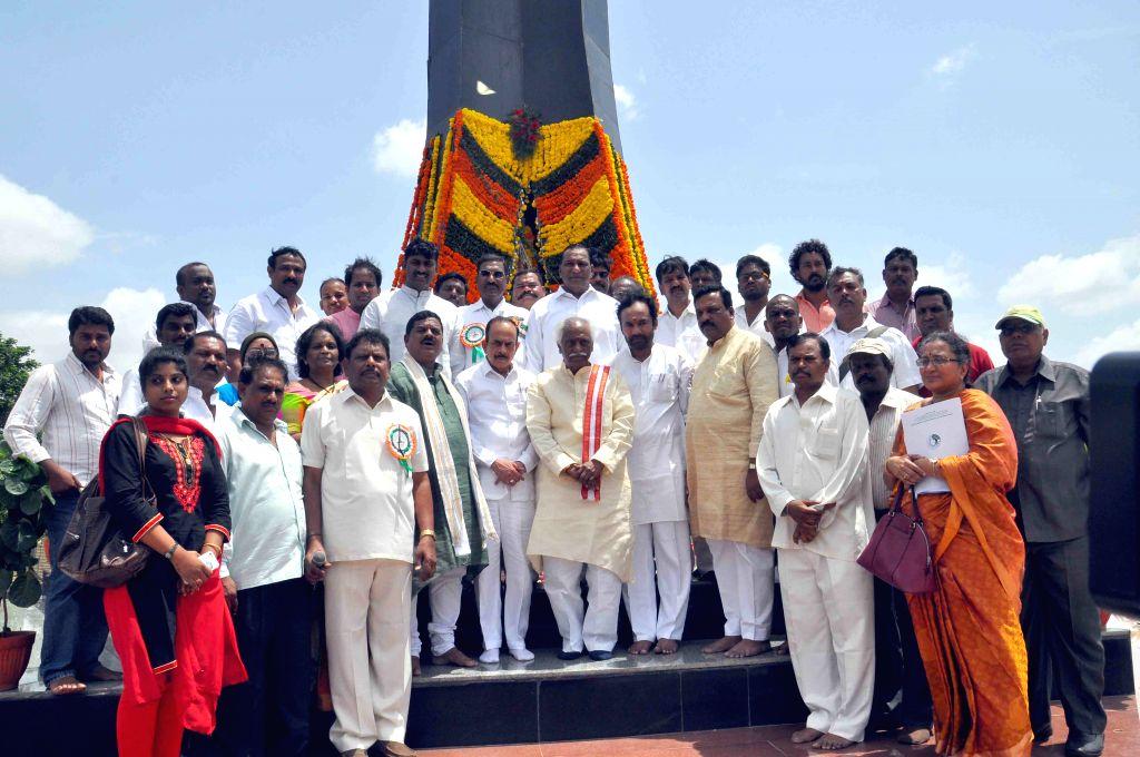 Union Minister Bandaru Dattatreya and others pay tribute to martyrs on Kargil Vijay Diwas in Hyderabad, on July 26, 2015. - Bandaru Dattatreya