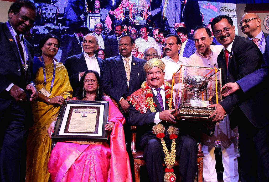 Union Minister D.V. Sadananda Gowda, BJP leader Subramanian Swamy, FKCCI President Sudhakar Shetty and others during a Engineers Day celebrations organised by FKCCI, in Bengaluru on Sept ... - D. and Sudhakar Shetty