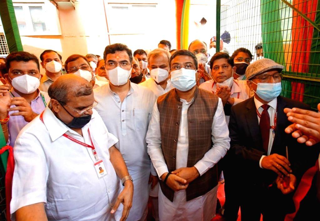 Union Minister Dharmendra Pradhan, BJP Delhi president Adesh Gupta, MP Parvesh Verma and others inaugurated PSA Oxygen Plant at Maharaja Agrasen Hospital, West Punjabi Bagh in New Delhi on ... - Dharmendra Pradhan, Adesh Gupta and Parvesh Verma