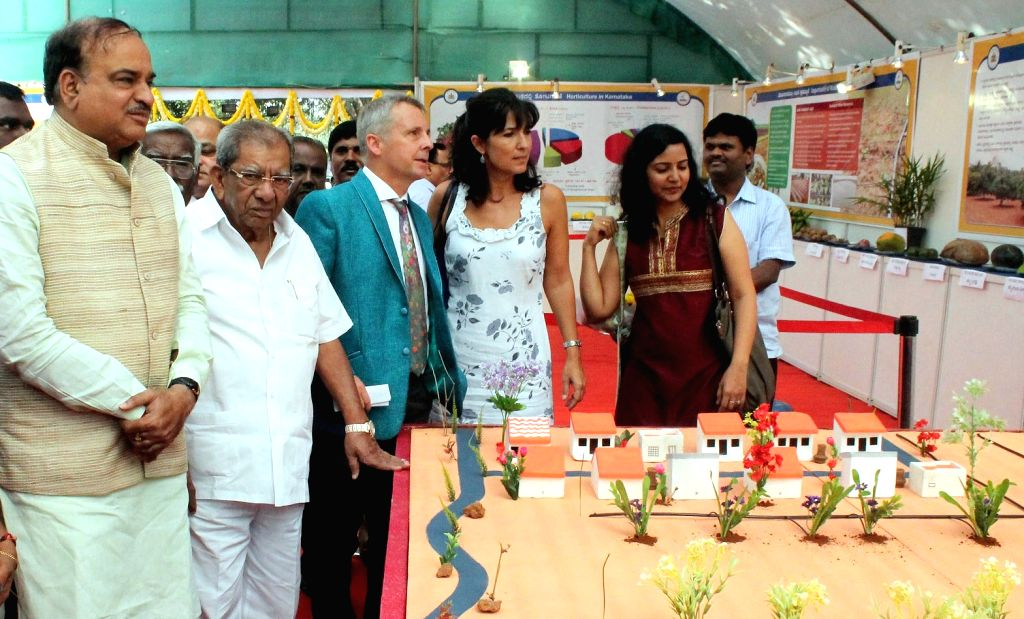 Union Minister for Chemicals and Fertilizers Ananth Kumar and minister Shamanur Shivashankarappa at the exhibition stalls during the inauguration of the annual Republic Day National Flower ... - Shamanur Shivashankara and Ananth Kumar