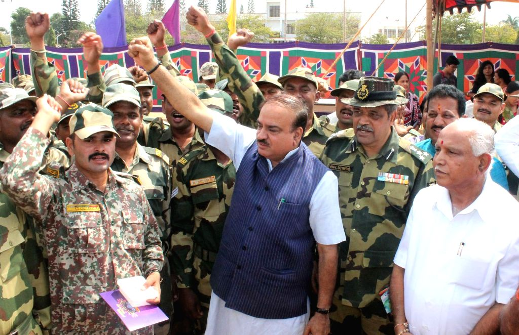 Union Minister for Chemicals and Fertilizers Ananth Kumar celebrates Diwali with soldiers in Bengaluru on Oct 30, 2016. - Ananth Kumar
