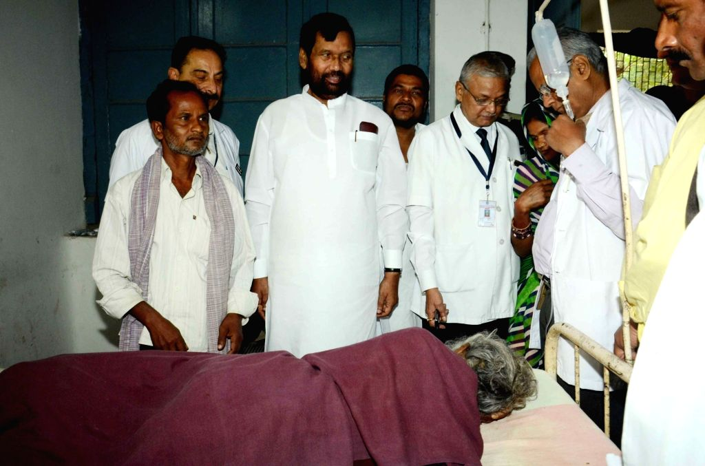 Union Minister for Consumer Affairs, Food and Public Distribution Ram Vilas Paswan visits Patna Medical College and Hospital (PMCH) in Patna on Nov 21, 2015.