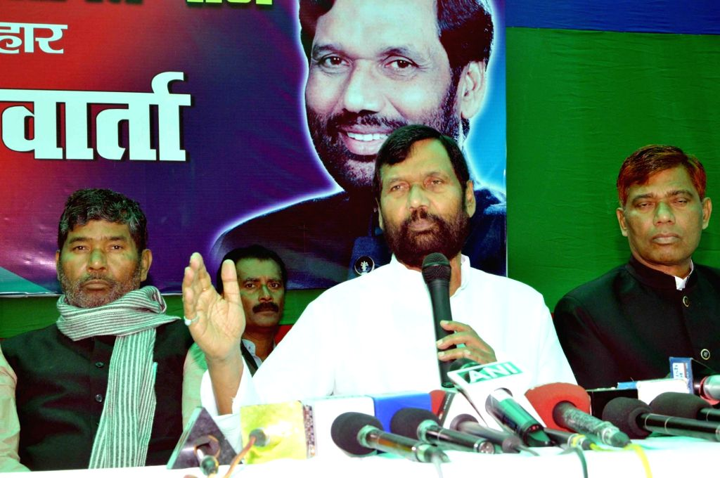 Union Minister for Consumer Affairs, Food and Public Distribution, Ram Vilas Paswan addresses a press conference in Patna on Nov 29, 2015.