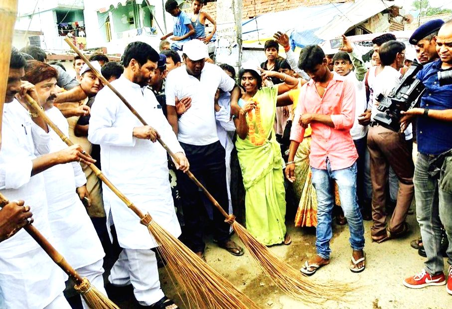 Union Minister for Consumer Affairs, Food and Public Distribution Ram Vilas Paswan participates in the cleanliness drive at the 'Swachhta Hi Sewa' campaign in Patna on Sept 17, 2017.