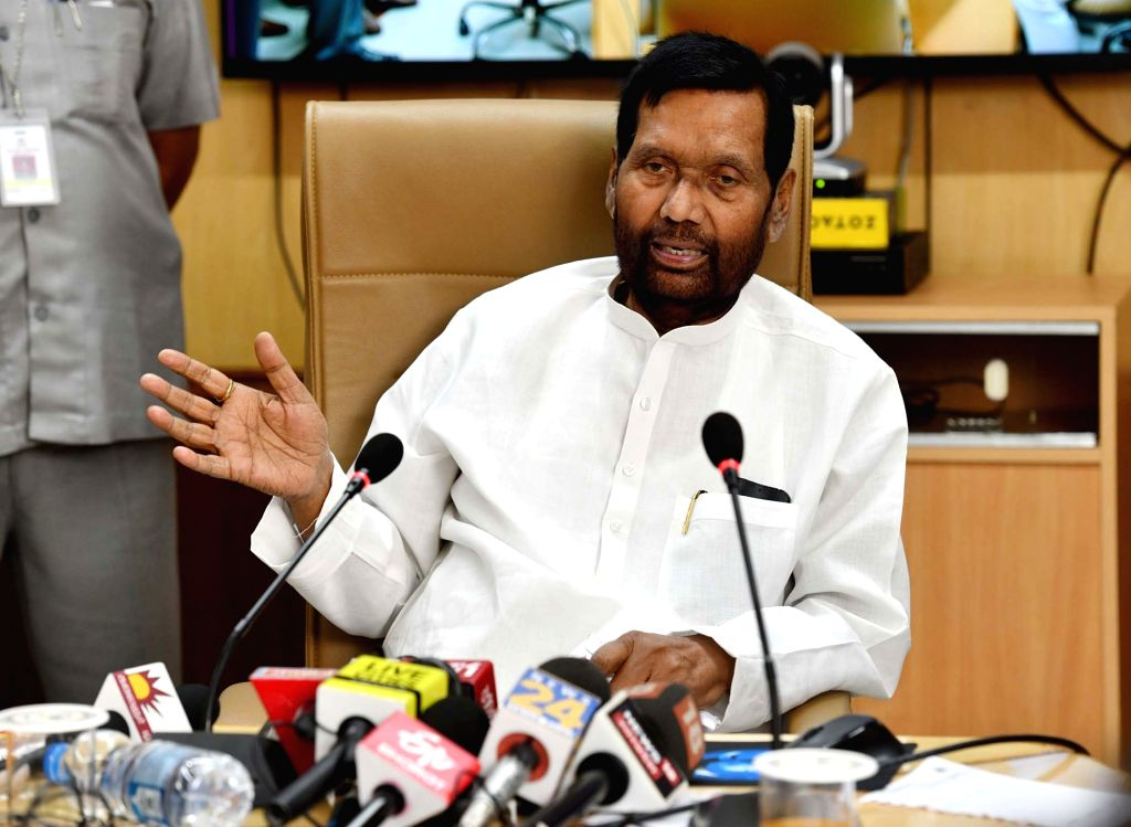 Union Minister for Consumer Affairs, Food and Public Distribution Ram Vilas Paswan addresses at the inauguration of the pilot cluster scheme on 'One Nation One Ration Card', in New Delhi ...