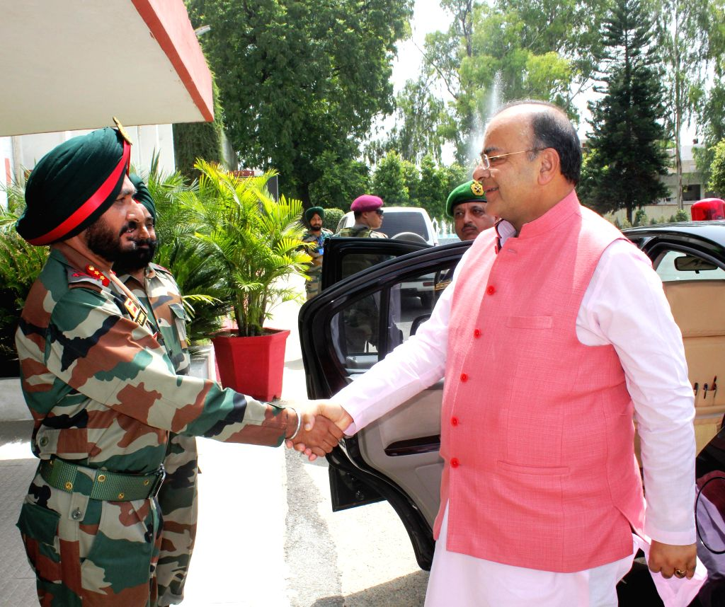 Union Minister for Finance, Corporate Affairs and Defence Arun Jaitley being received by Lt Gen KJ Singh, Western Army Commander at the Western Command in Amritsar on Aug 18, 2014.