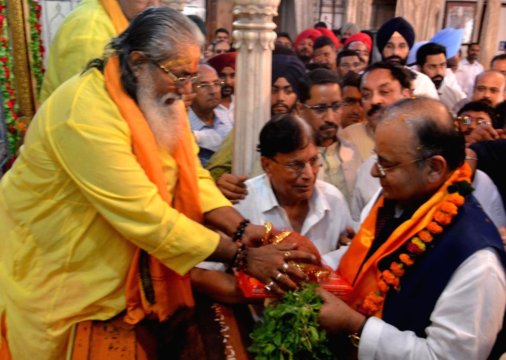 Union Minister for Finance, Corporate Affairs and Defence Arun Jaitley pays obeisance at Durgiana temple in Amritsar on Aug 18, 2014.