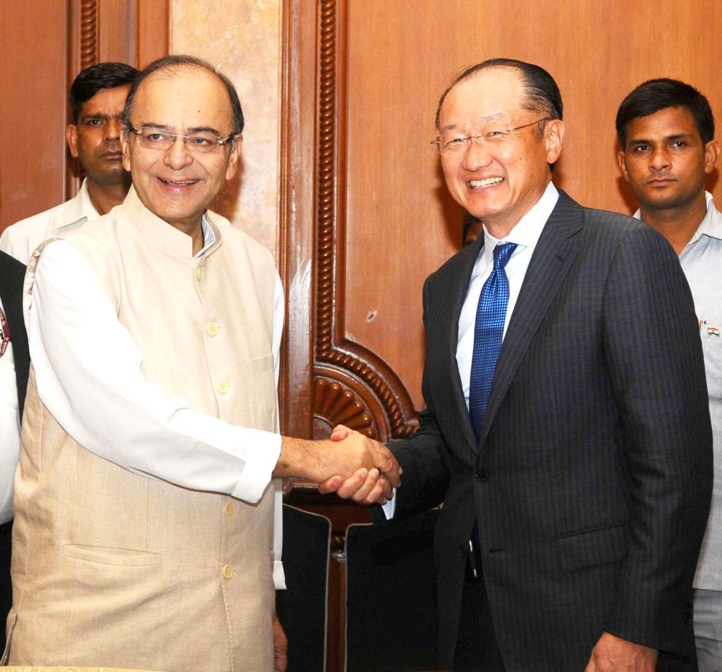 Union Minister for Finance, Corporate Affairs and Information & Broadcasting, Arun Jaitley in a bilateral meeting with the President, World Bank Group, Dr. Jim Yong Kim, in New Delhi ... - Arun Jaitley