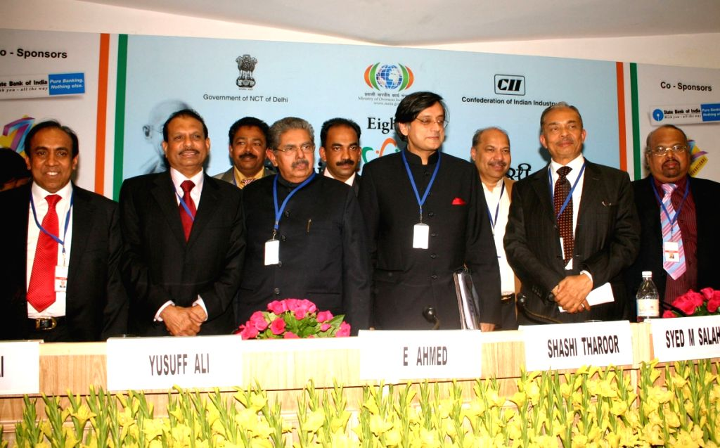 Union Minister for Overseas Indian Affairs Vayalar Ravi and Union Minister (MOS) Shashi Tharoor with the Delegates during the Gulf Session at the 8th Pravasi Bharatiya Conference in New Delhi on...