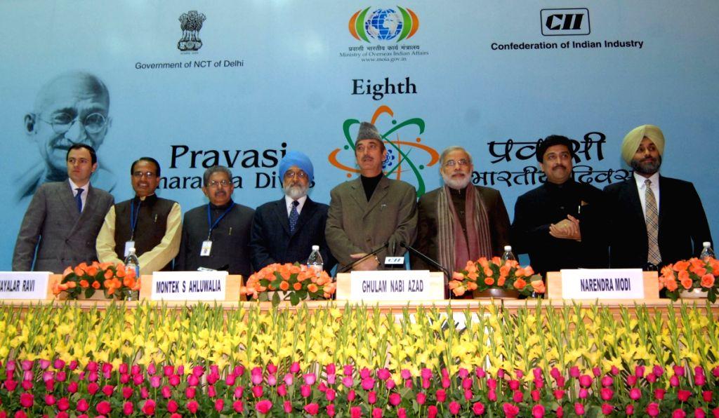 "Union Minister for Overseas Indian Affairs Vayalar Ravi with the State CM""S Narendra Modi, Shivraj Chouhan, Ashok Chavan, Omar Abdullah and Deputy CM Sukhir Badal Saturday."