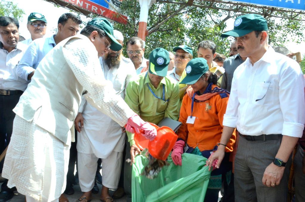 "Union Minister for Railways and Coal Piyush Goyal participats in cleanliness drive on the occasion of the ""Swachhata Hi Sewa"" Abhiyan, in New Delhi on Sept 15, 2018."