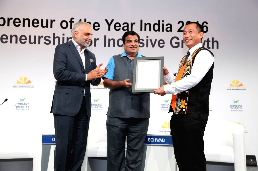 Union Minister for Road Transport and Highways Nitin Gadkari with Jubilant Bhartia Group Co-Chairman and Founder Hari S Bhartia during India's Social Entrepreneur of the Year 2016award ...