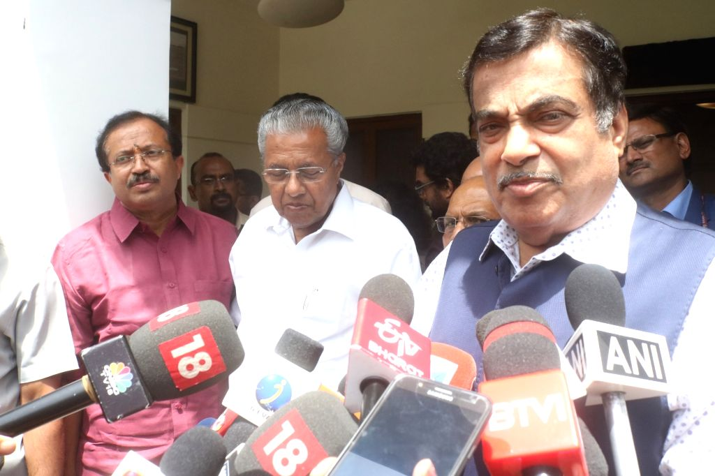 Union Minister for Road Transport and Highways, Shipping and Micro, Small and Medium Enterprises Nitin Gadkari accompanied by Kerala Chief Minister Pinarayi Vijayan and MoS External ... - Pinarayi Vijayan
