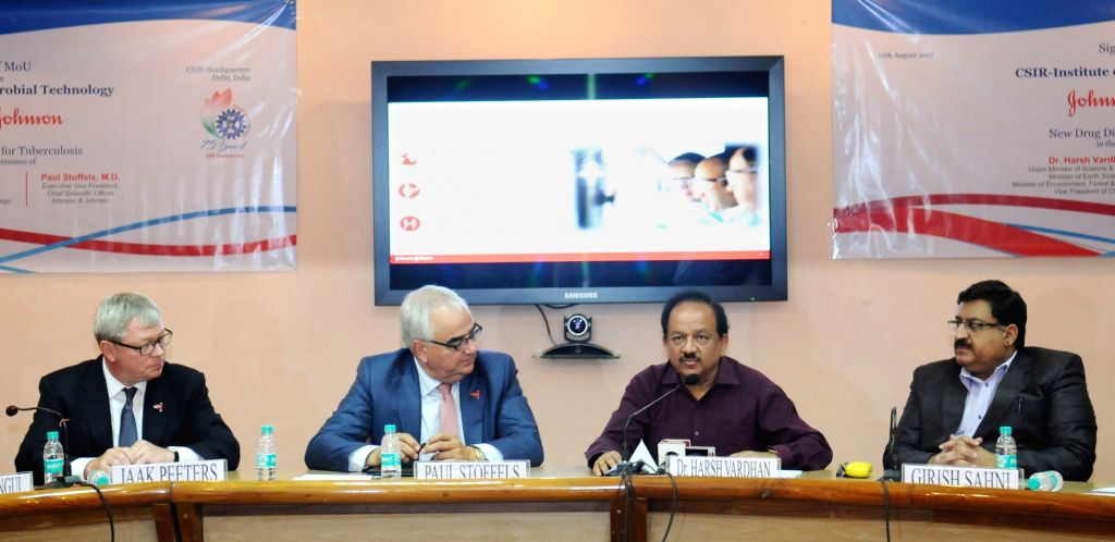 Union Minister for Science and Technology, Earth Sciences and Environment, Forest and Climate Change, Dr. Harsh Vardhan addresses at the signing ceremony of an MoU between CSIR-Institute ...